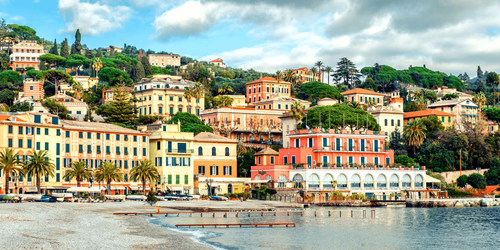 image-of-an-italian-town-rising-from-the-edge-of-a